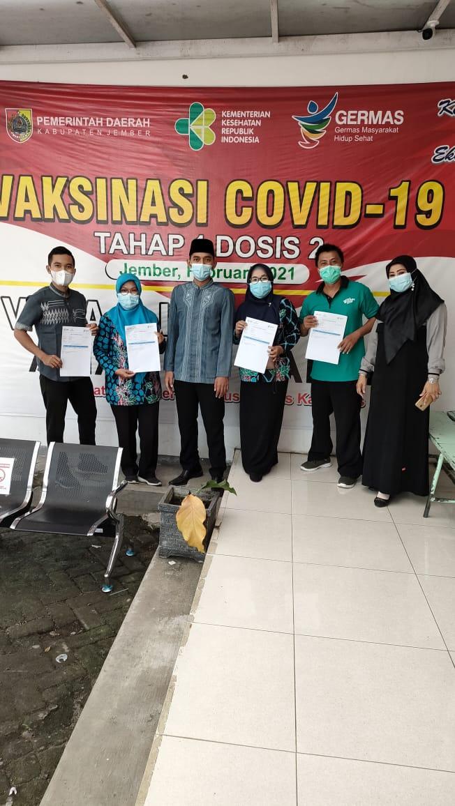Vaksin Guru dan Karyawan SMA Negeri 3 Jember