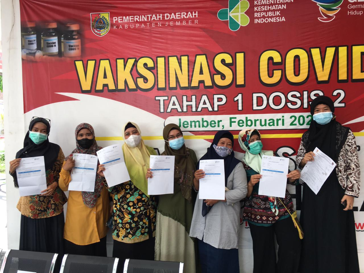 Vaksin Guru dan Karyawan SMAN 3 Jember Tahap II